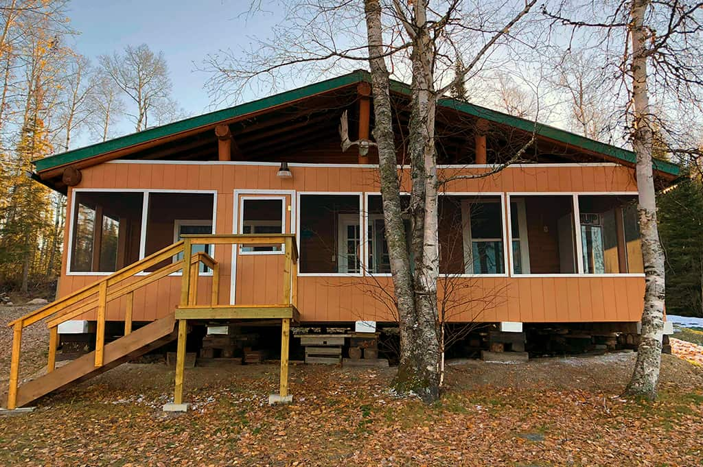 Ghost River Lodges - Outpost Fred's Front