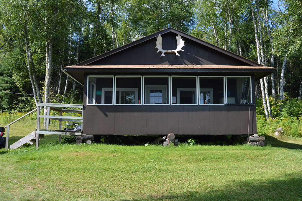 Ghost River Lodges - Sturgeon River Lodge Cabin 1